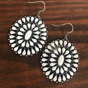 Jewelry - Silver & White Cluster Earrings